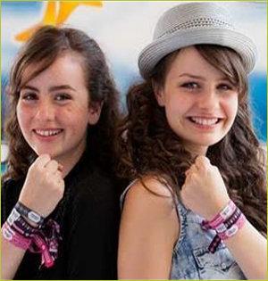 Cordaid vriendschapsbandje Sarah en Julia