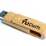 TU Delft usb stick bamboe