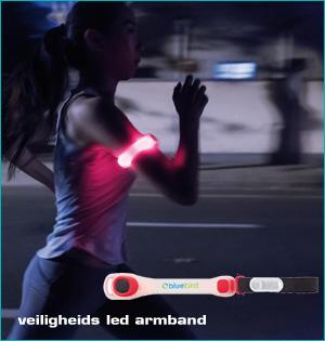 zichtbaar in het donker - voorbeeld: veiligheids led armband