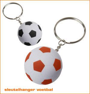 oranje artikelen - voorbeeld: voetbal sleutelhanger